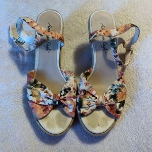Size 9 AE Floral Print Wedge Sandals